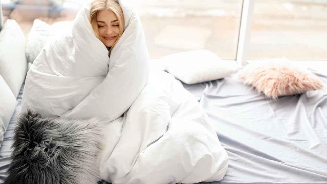 Облегченное одеяло: что из себя представляет, как выбрать