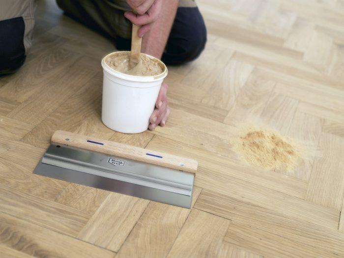 Чем заделать щели в полу между досками — варианты и процесс работ
