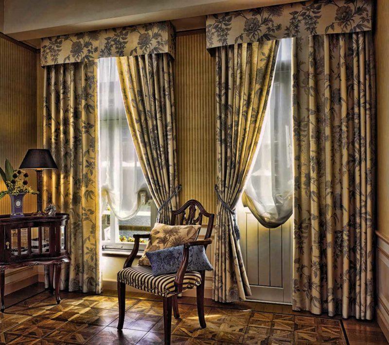 Как следует подобрать шторы для угловых окон