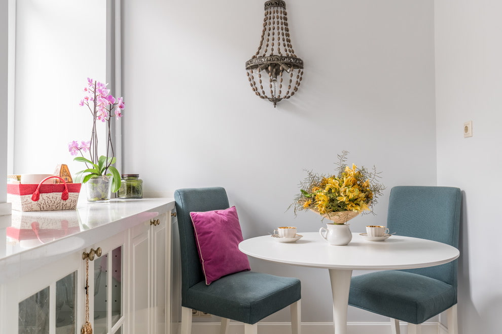 Круглый стол на кухню — 120 фото новинок дизайна из каталога кухонной мебели. виды, материал, размеры, сочетание в интерьере