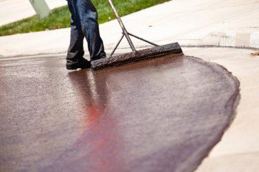 Как защитить бетон от разрушения на улице: варианты покрытия для прочности