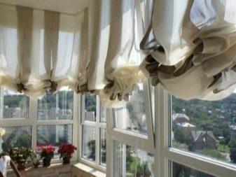 вешаем шторы на балконе