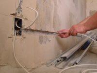 Как провести провода к телевизору на стене своими руками - myprofnastil