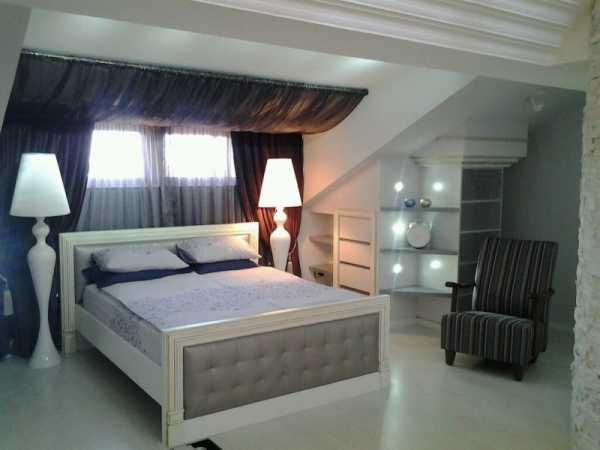 Спальня со скошенным потолком - как оформить?
