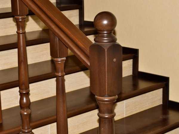 Чем покрасить деревянную лестницу на второй этаж?