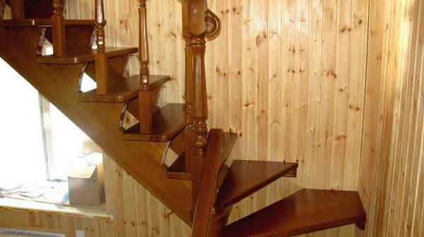 Чем обработать лестницу из дерева в доме - по ступенькам