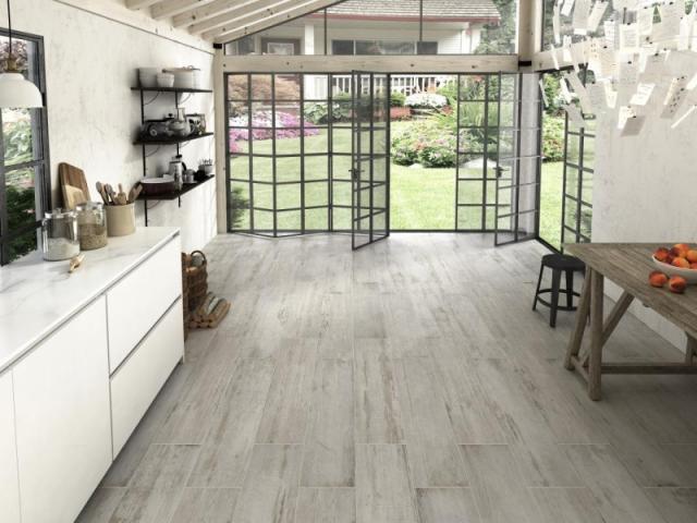 Выбор материала для отделки пола на кухне: керамическая плитка или керамогранит