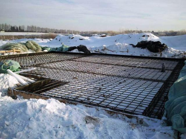как укрыть фундамент на зиму