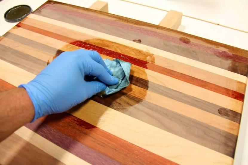 чем покрыть деревянный стол