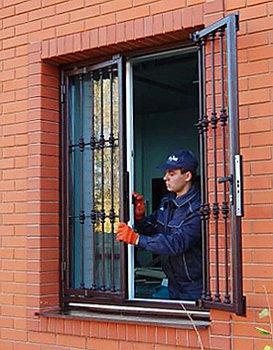 Металлические решетки на окна (57 фото): оконные сварные конструкции, тонкости установки, красивые внутренние кованые варианты