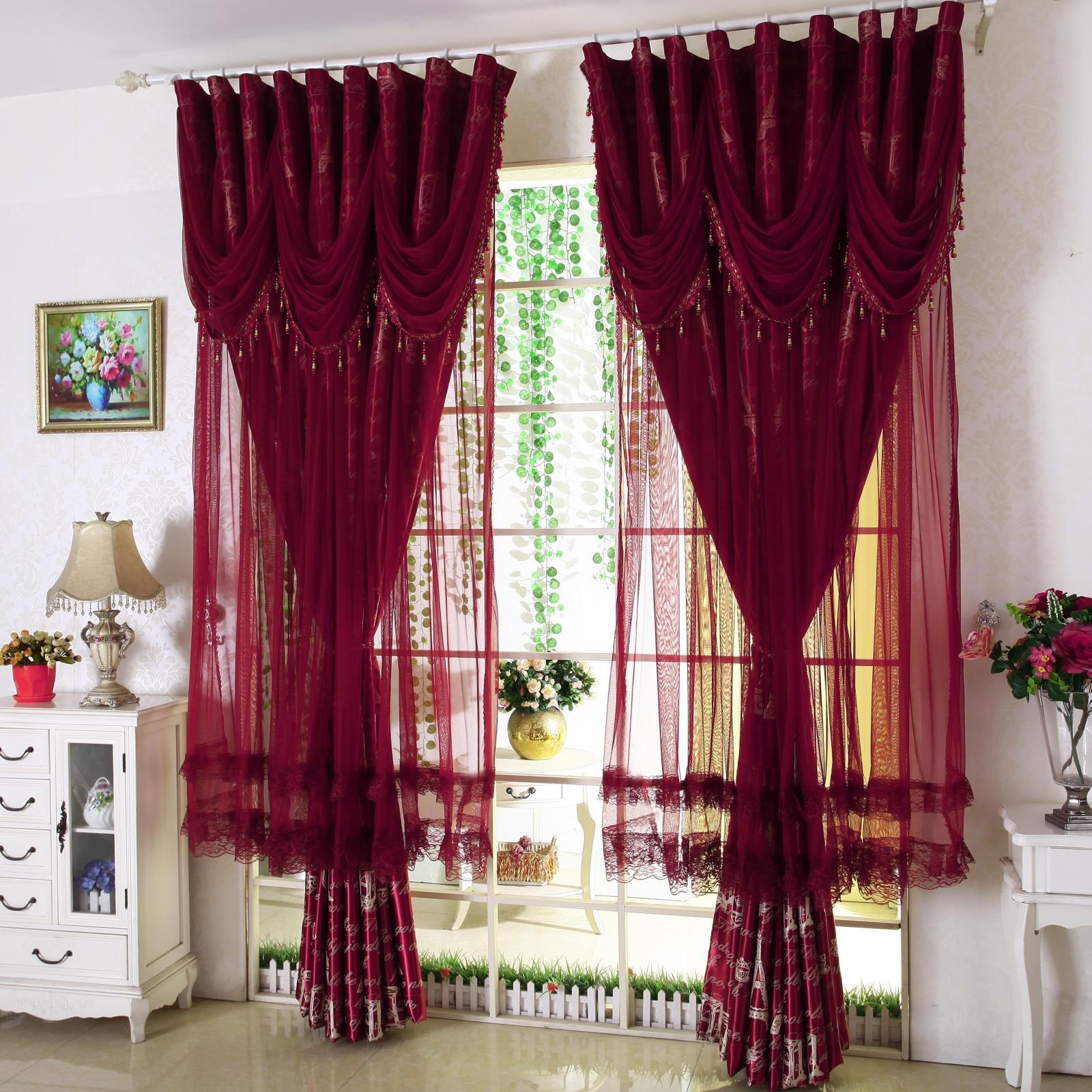 Красные шторы в интерьере: 4 варианта использования