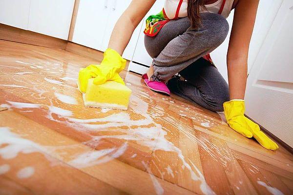 Как правильно мыть пол из ламината без разводов