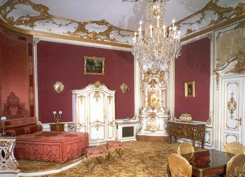 Индийский интерьер, яркий дизайн мебели, предметов и комнат