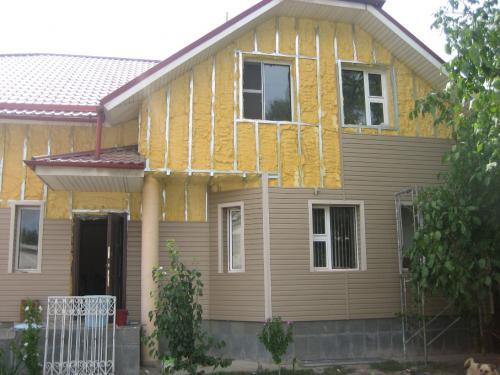 Как утеплить бревенчатый дом снаружи правильно: теплоизоляция стен из бревна