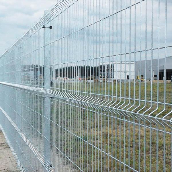 Покраска ворот металлического гаража снаружи