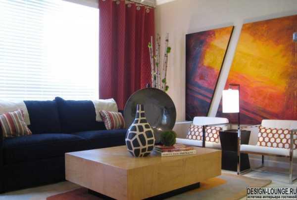 оформление стены в гостиной над диваном