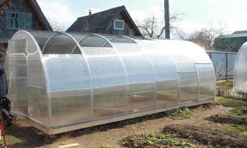 Теплица с открывающейся крышей (59 фото): особенности раздвижных конструкций и отзывы о теплицах с открывающимся верхом, парник из поликарбоната со сдвижной крышей