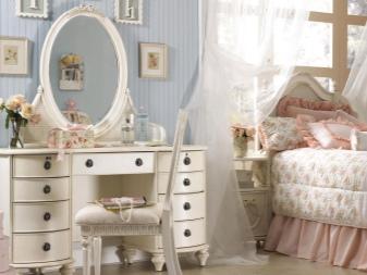 Угловой туалетный столик с зеркалом (40 фото): дамский будуарный стол для макияжа из массива и его размеры