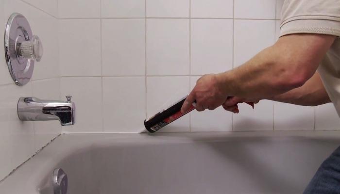 как удалить старый герметик в ванной
