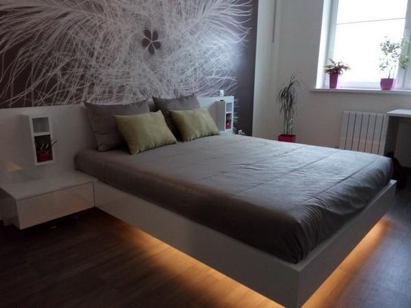 кровать на весу