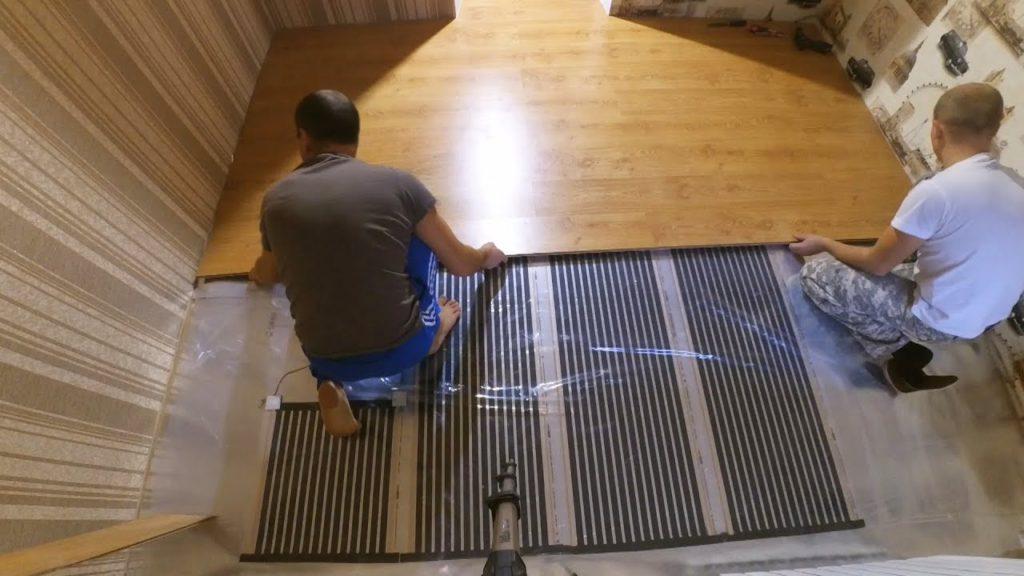 Как сделать теплый пол под ламинат: укладка своими руками, можно ли стелить, кладут ли, какой выбрать. как класть  -монтаж на примерах фото и видео