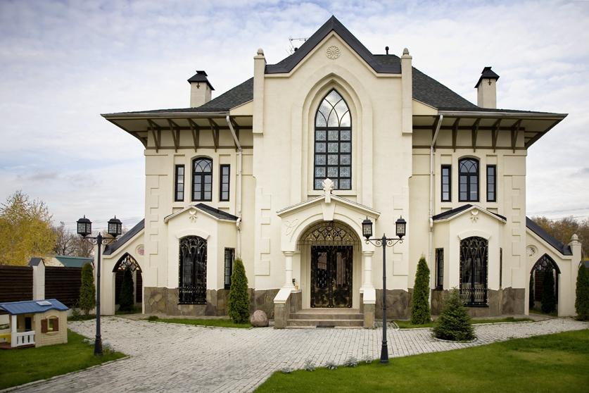 Проект дома замка в средневековом стиле: особенности строительства красивых зданий с фото