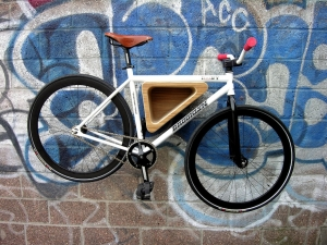 Гараж для велосипедиста: идеи по хранению велосипедов на стене и под потолком