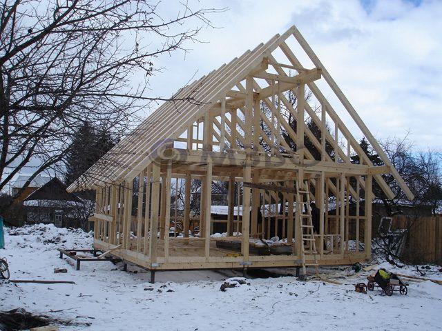 Каркасный дом на сваях: особенности монтажа фундамента