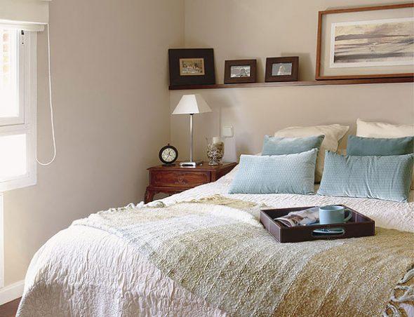 Полки в спальню (30 фото): навесные книжные полки на стену, настенные полочки в интерьере