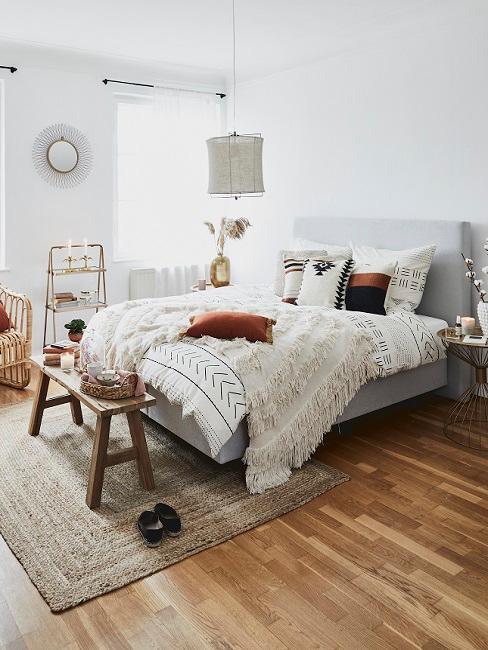 Прикроватный коврик для спальни (28 фото): эффектные настенные ковры в интерьере