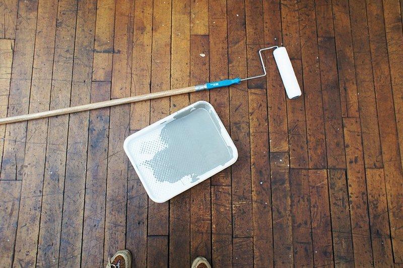 Чем можно покрасить деревянный пол в доме