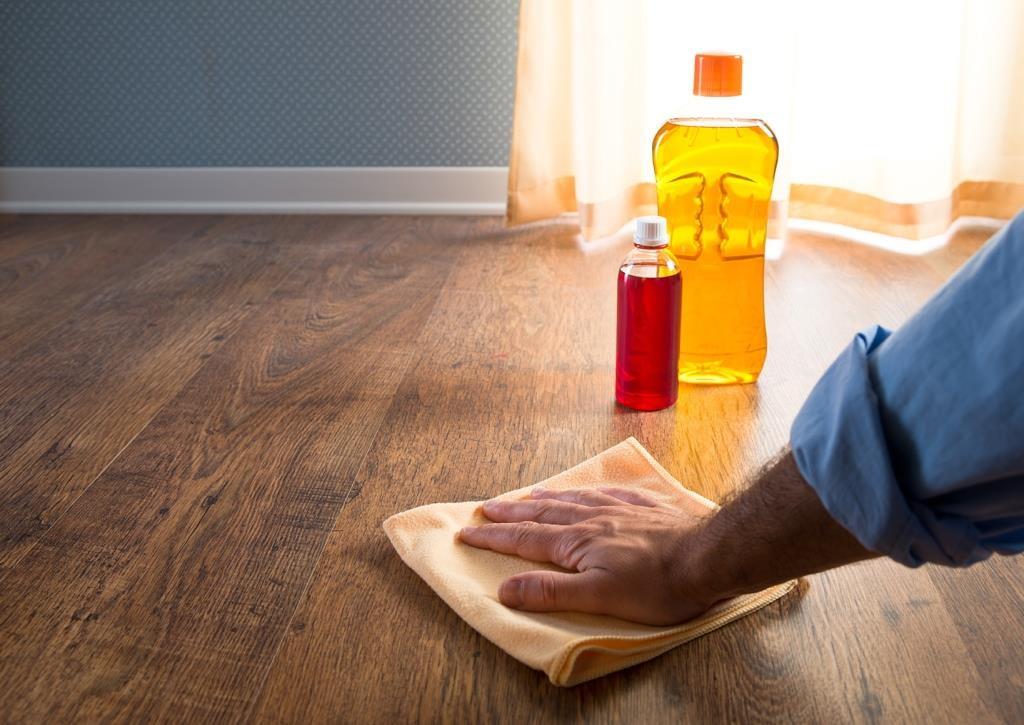 Можно ли мыть ламинат моющим пылесосом: как использовать его, какой ламинат выдержит уборку