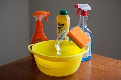 Как убрать с бутылки клей от этикетки — самые простые, быстрые и действенные методы