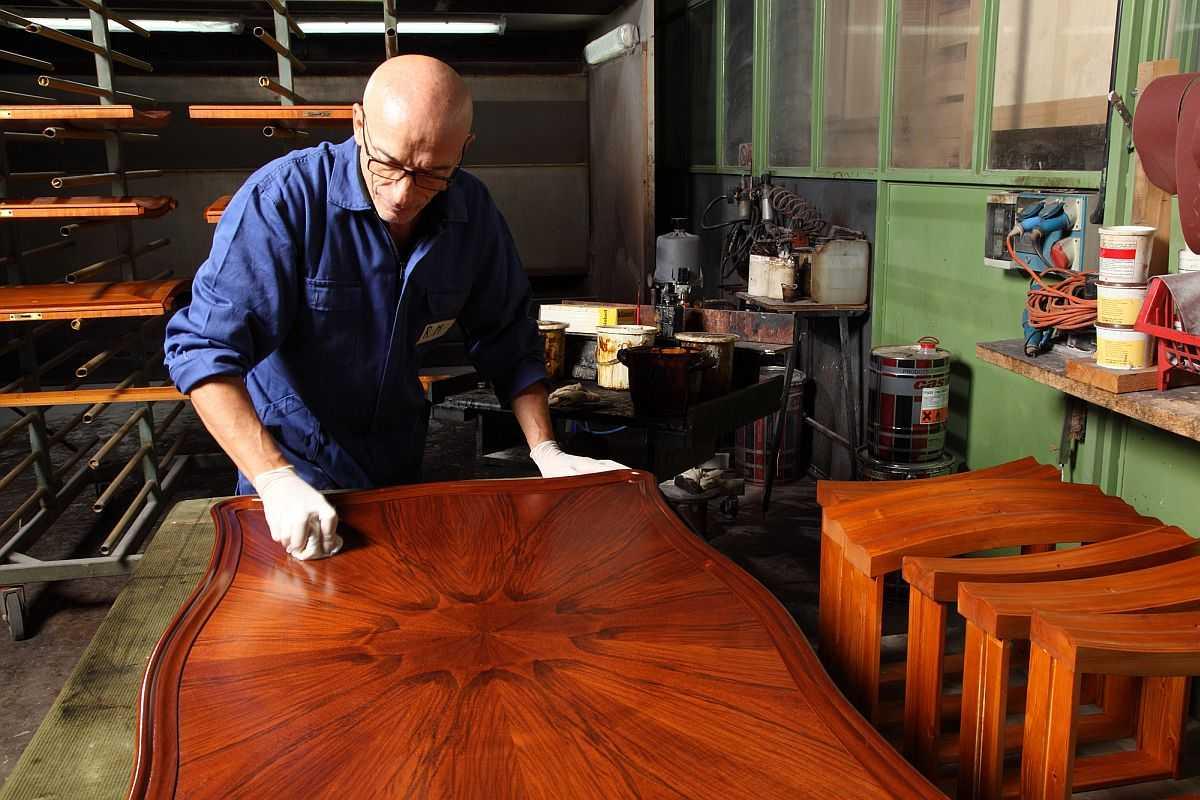 Как убрать старую краску с деревянной поверхности: самые эффективные способы