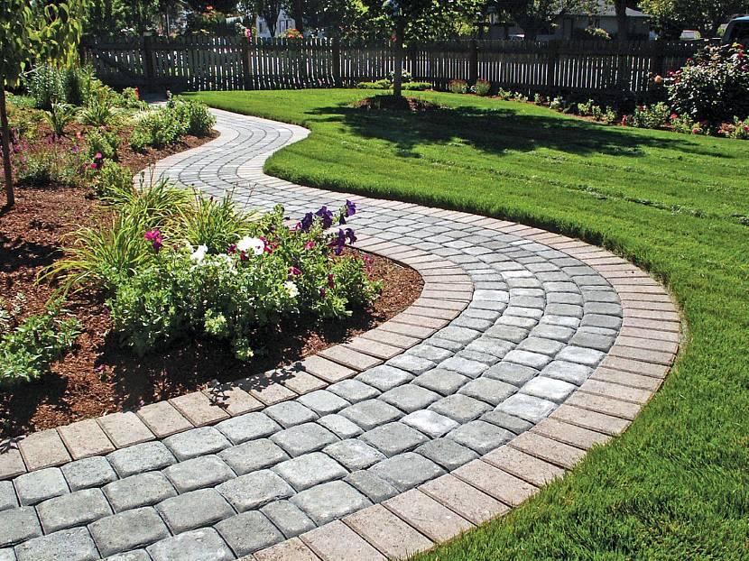 Пластиковая плитка для дорожек и альтернативные варианты для сада