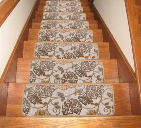 Выбираем коврики для лестничных ступеней: советы и рекомендации