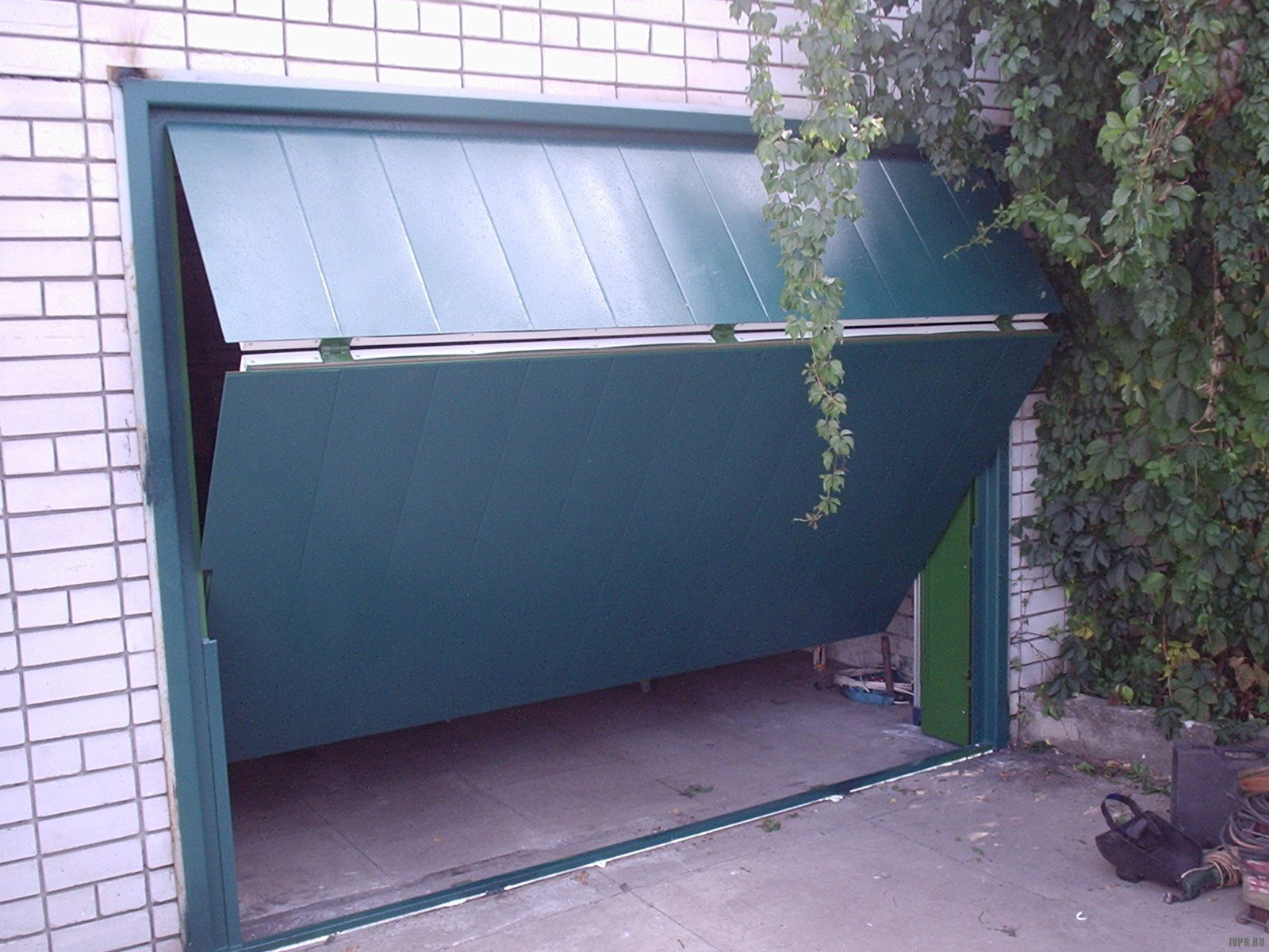 откидные ворота для гаража