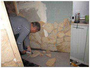 Декоративный камень на стене: виды и инструкция