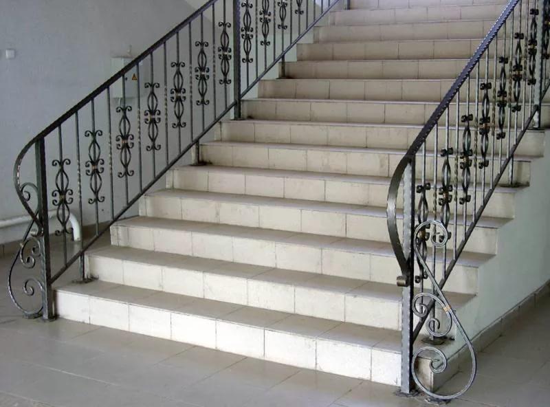 Перила для лестницы (90 фото): красивые идеи, виды перил, как выбрать