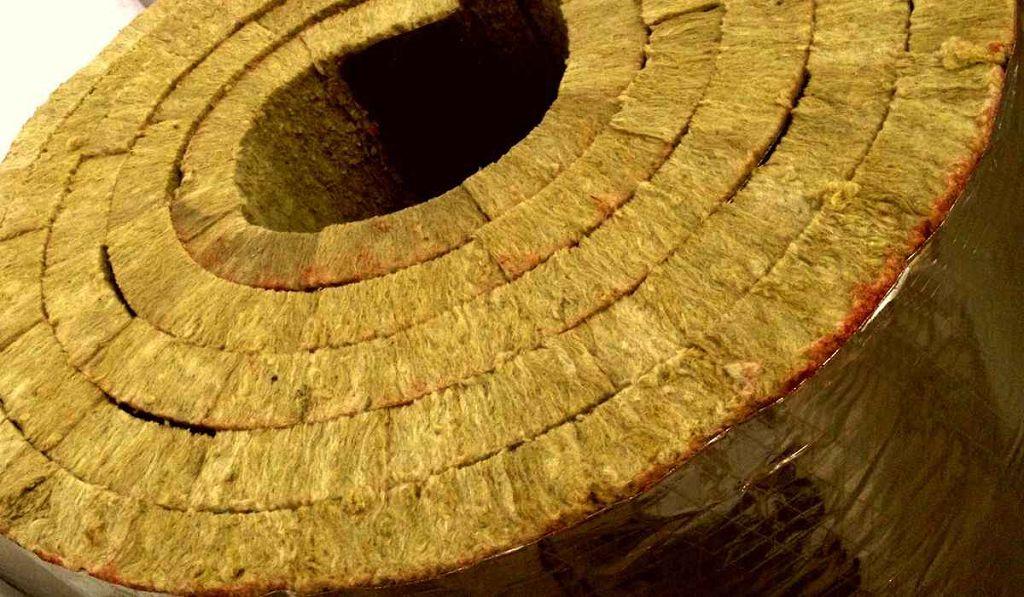 Утепление деревянного дома снаружи — выбор материала и технологии