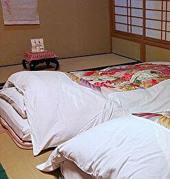 как должна стоять кровать по фэншую