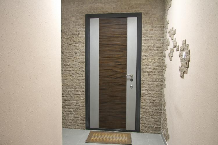 как обшить входную дверь