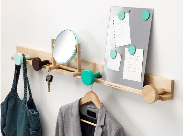 Пластиковые и деревянные вешалки плечики для одежды детской, верхней, напольные модели