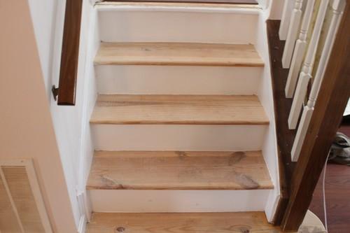 Чем и как правильно покрасить лестницу из сосны в доме + видео