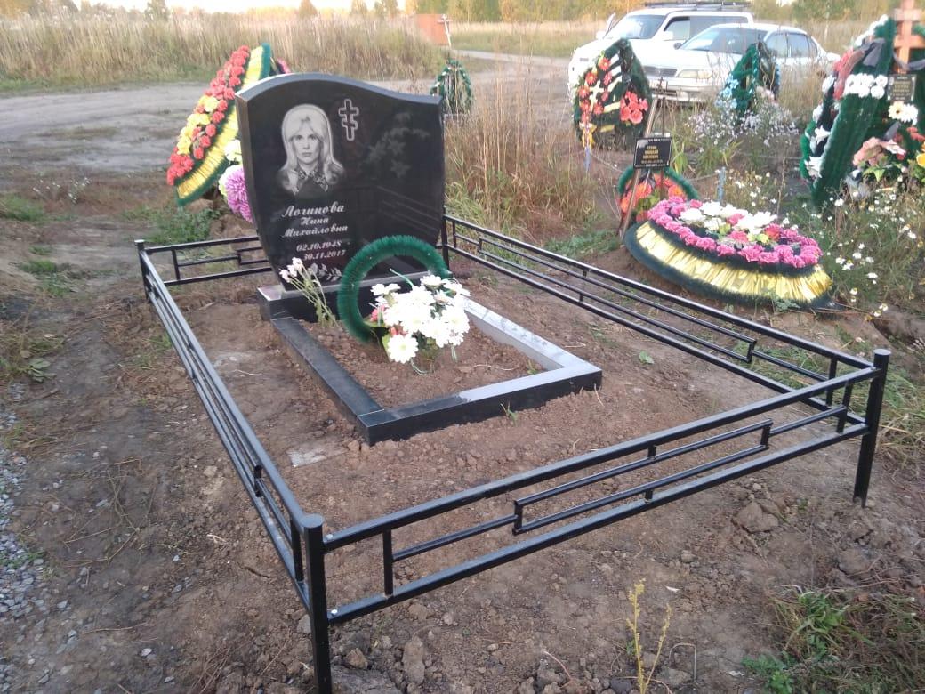 Красивые эскизы кованых могильных оградок для кладбища