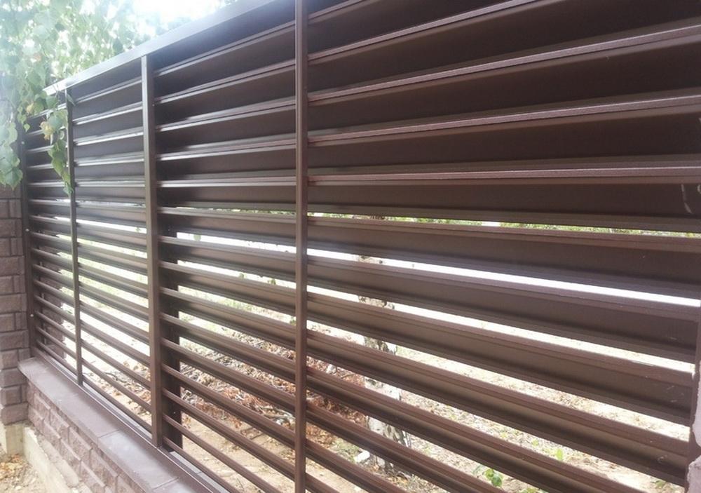 Забор-жалюзи из металлических ламелей своими руками