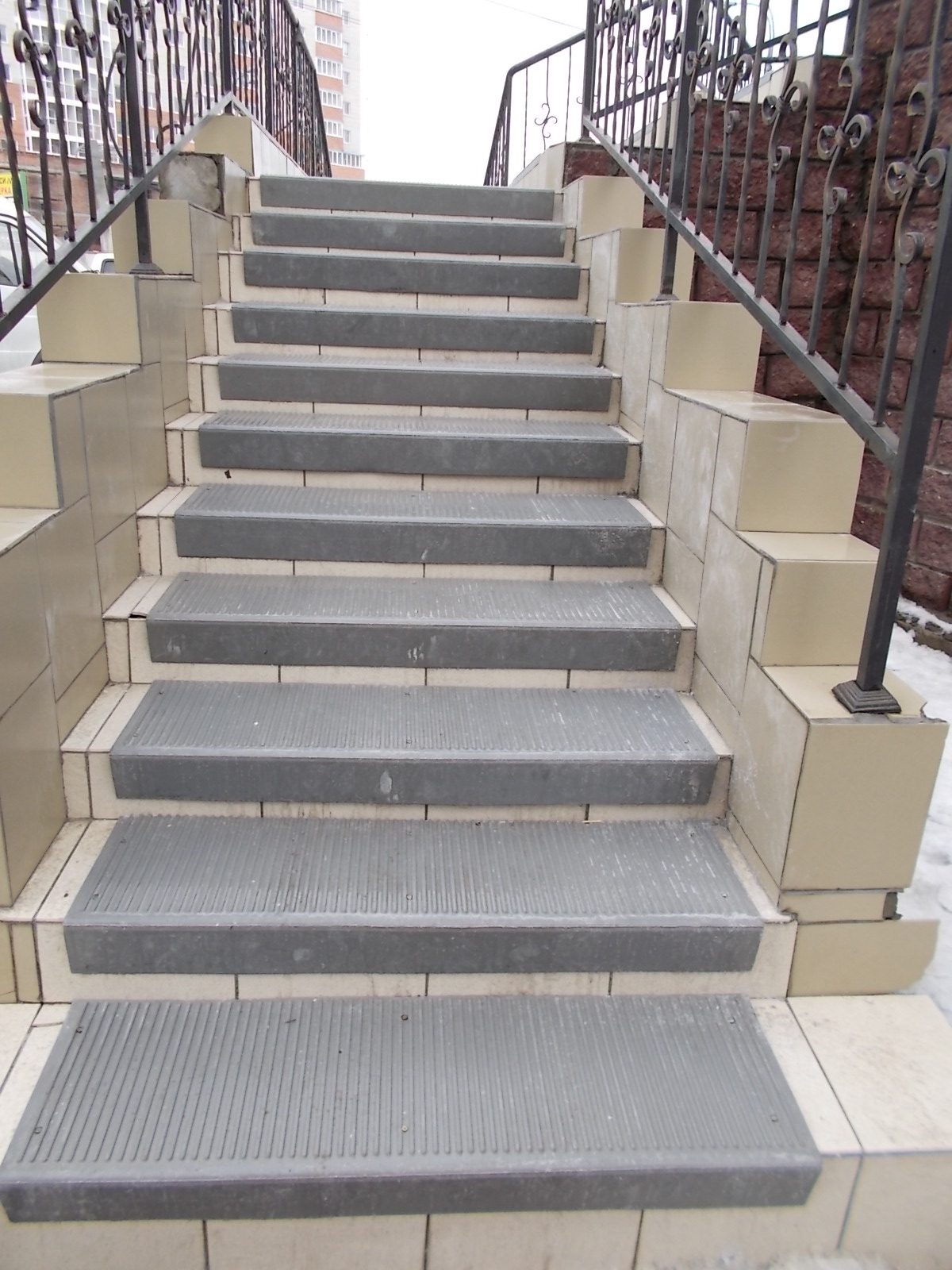 коврики на ступени деревянной лестницы