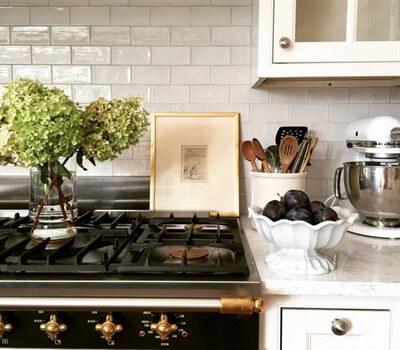 Фартук для кухни под кирпич: оформление рабочей зоны белыми кирпичиками, какой материал выбрать, что лучше матовый или глянцевый