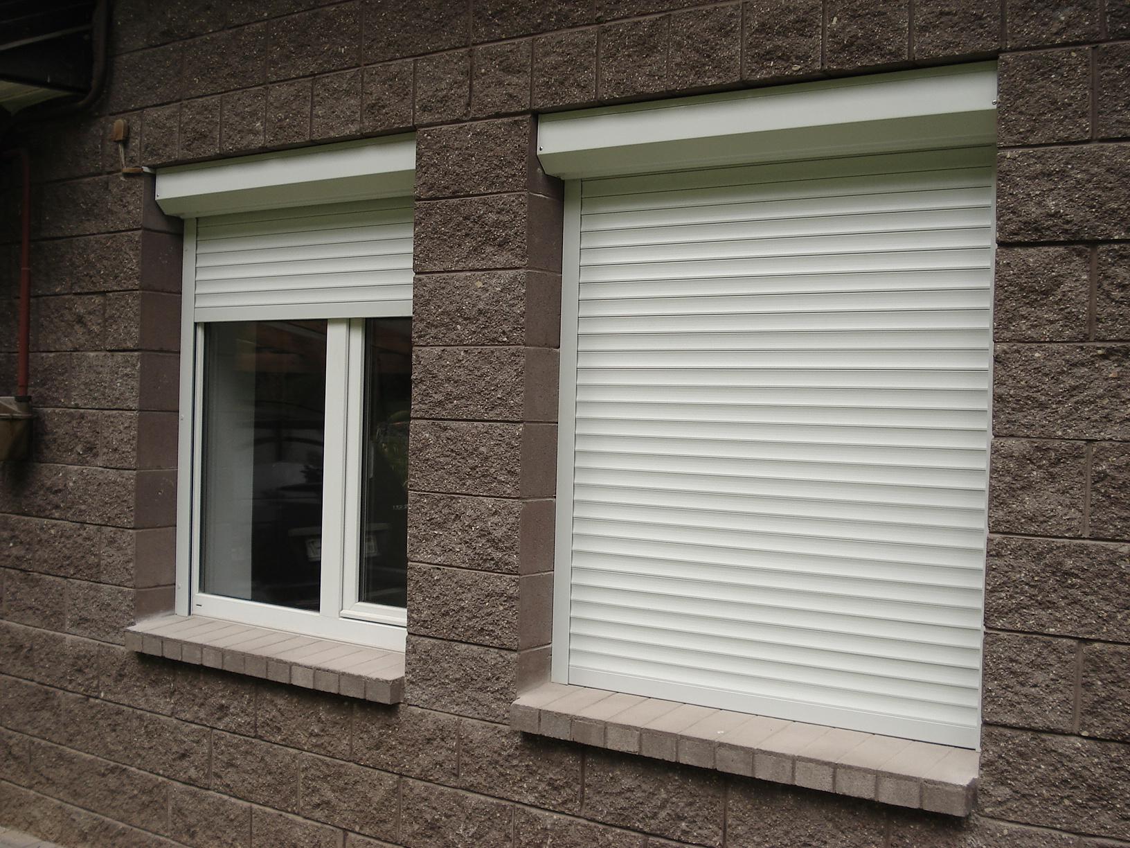 Уличные защитные жалюзи на окна (рафшторы) | а за окном