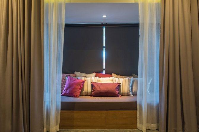 серые шторы в спальне дизайн